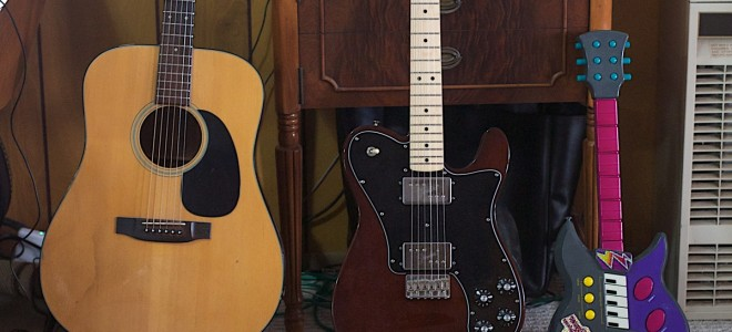 Подставка для гитары: разновидности аксессуаров