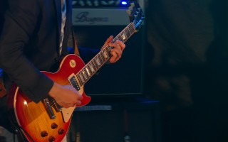 Особенности и преимущества боя восьмерки на гитаре