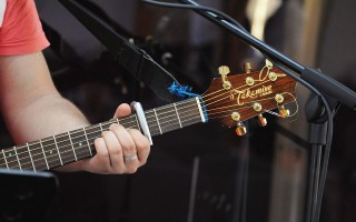 Что такое электроакустическая гитара?